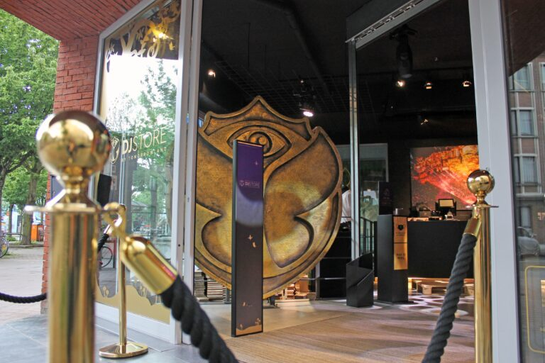 Tomorrowland takes customer experience to new levels with the help of Cross Point